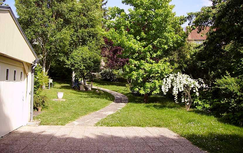 Comment cr er une all e de jardin - Comment se debarrasser du liseron au jardin ...