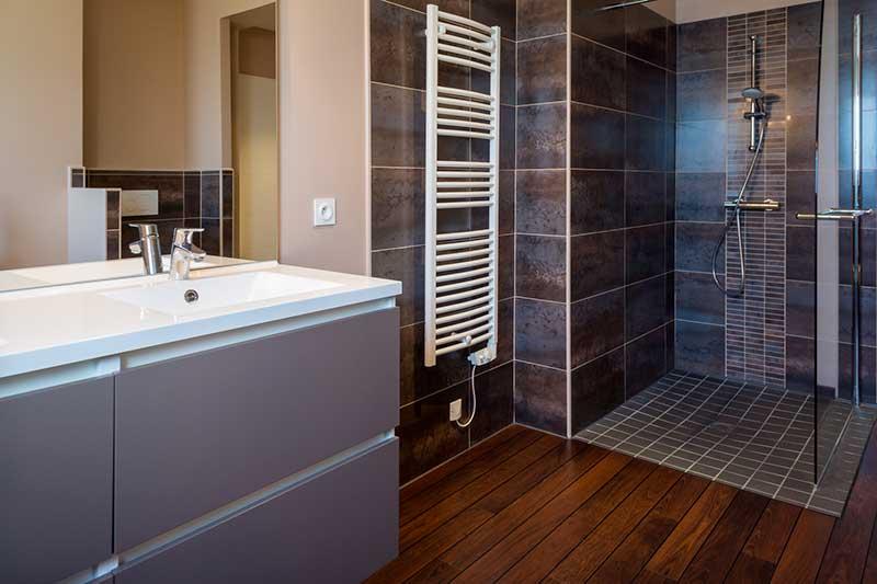 Prix d 39 un parquet salle de bains for Devis de salle de bain