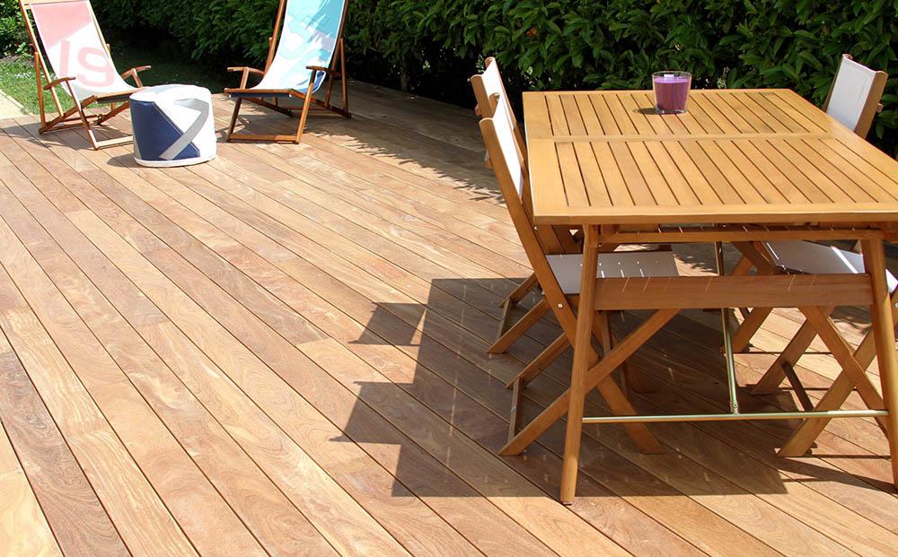 quel revetement pour une terrasse good revetement terrasse resine prix en revetement bois. Black Bedroom Furniture Sets. Home Design Ideas