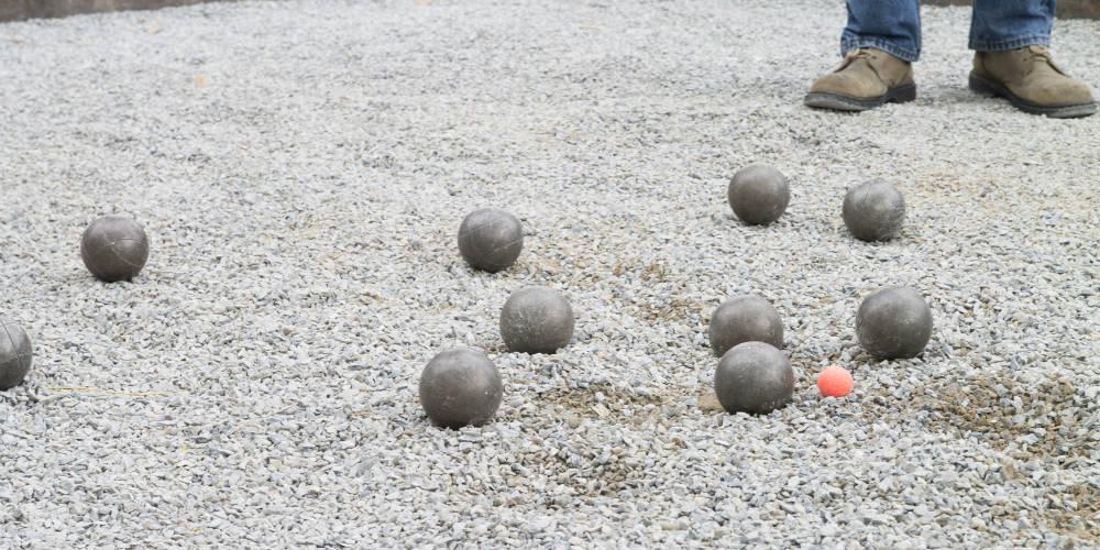 Faire un terrain de p tanque for Terrain de petanque dans son jardin