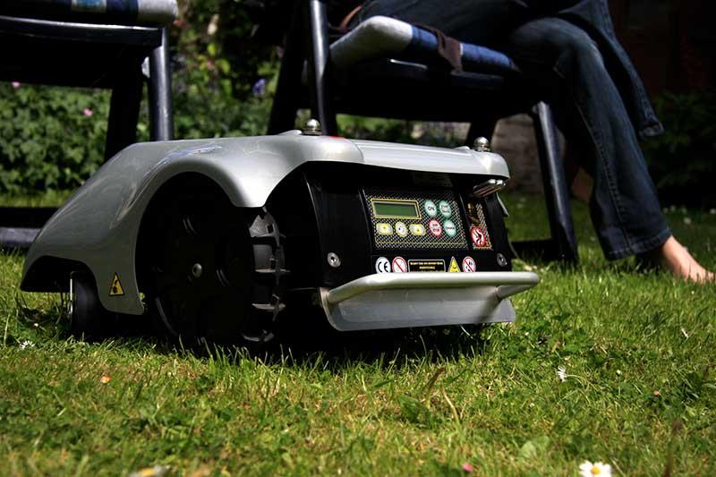 comparatif prix des robots tondeuses