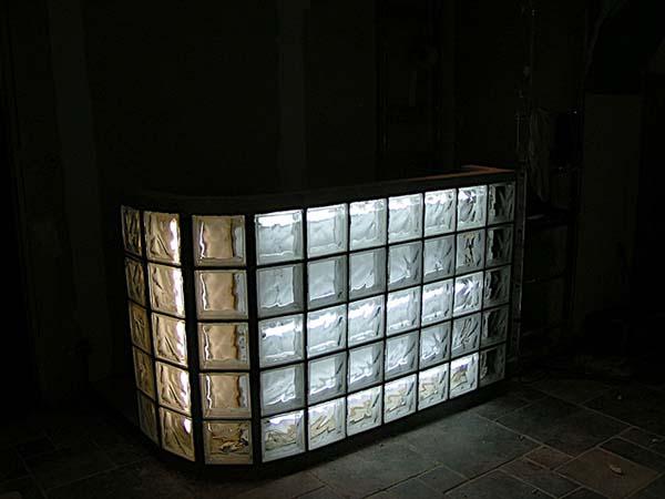 Pose de briques de verre - Porte verre de bar ...