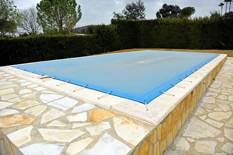 B che de piscine for Bache piscine securite