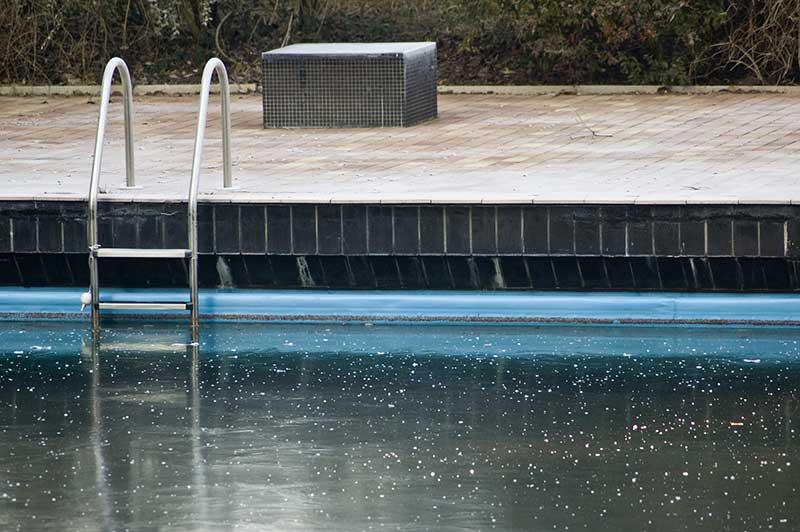 quand hiverner piscine hiver