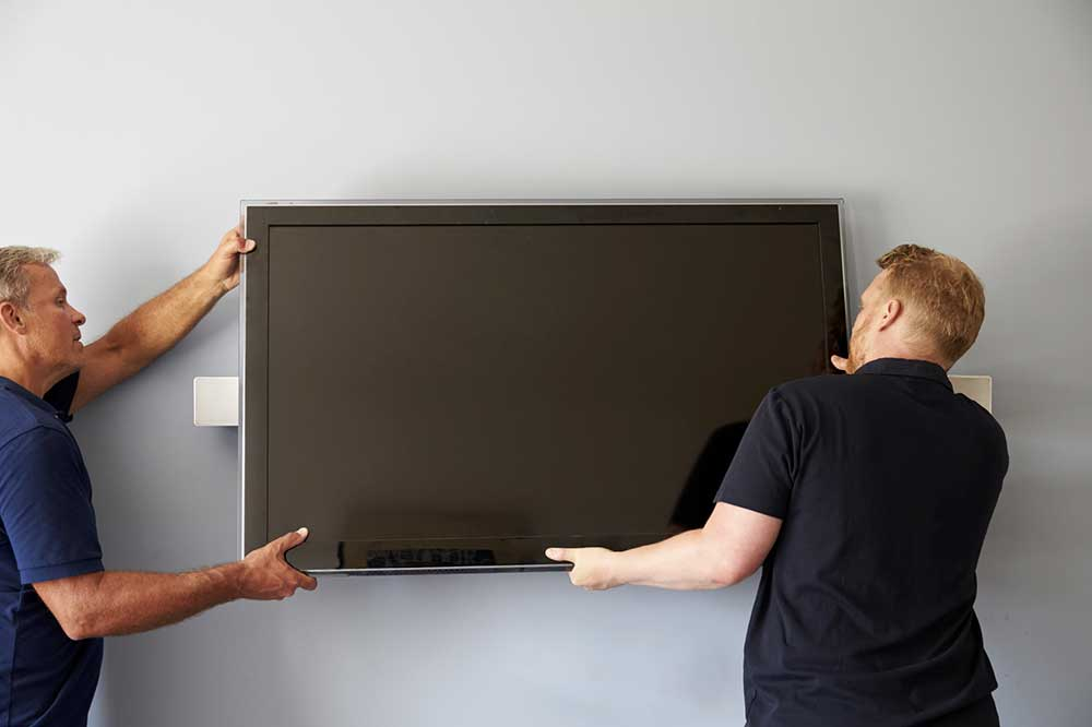 Accrocher une tv au mur for Tv ecran plat miroir