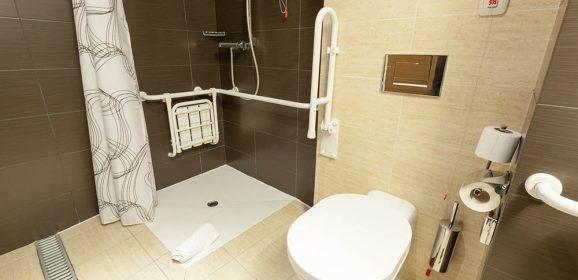 Aménagement d'une salle de bain PMR