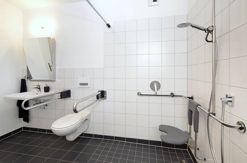 norme salle de bain pmr