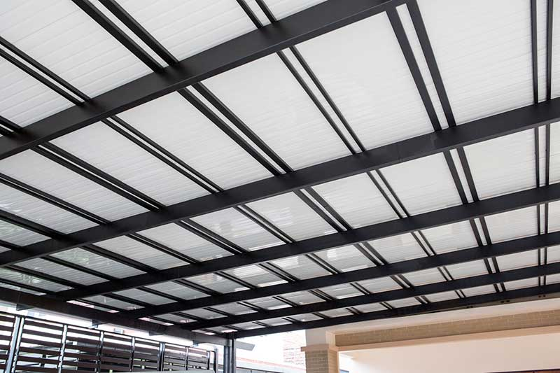 avantages charpente métal toit maison