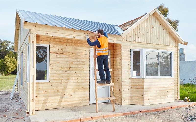 Choisir le rev tement de toiture pour l 39 abri de jardin - Tole pour abri de jardin ...