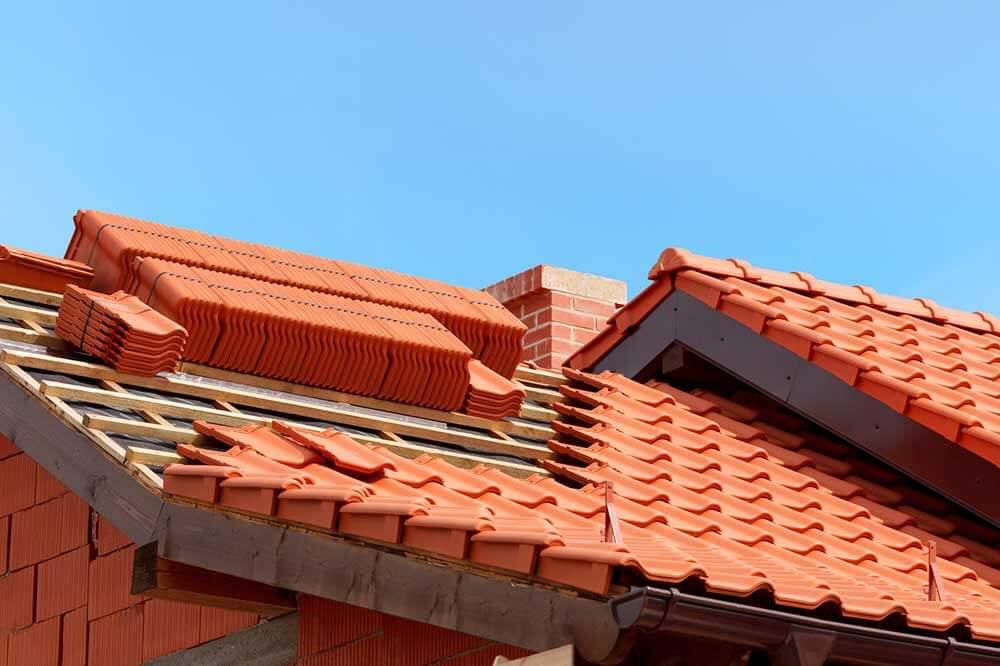 Toiture en tuiles : caractéristiques des toits en tuiles