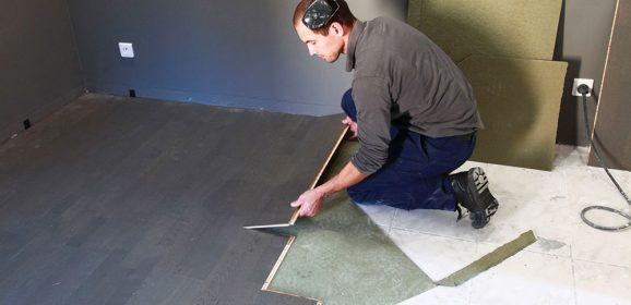 Poser un revêtement sur un carrelage au sol