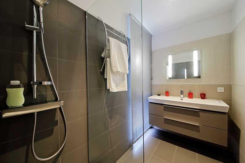 comment choisir porte et paroi douche