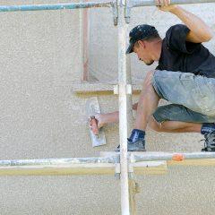 Faire un enduit monocouche sur une façade extérieure