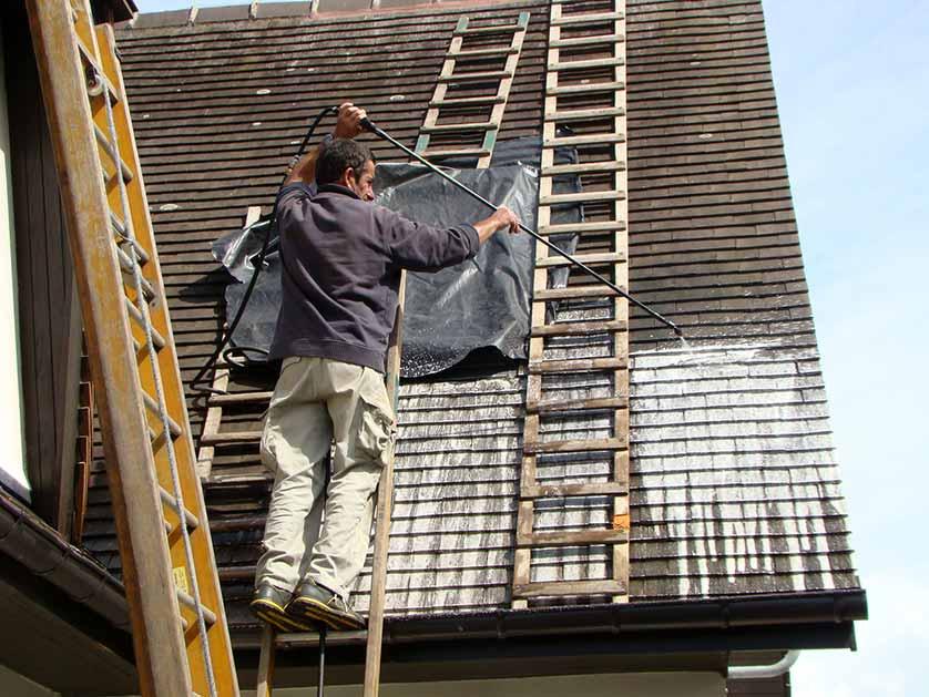 comment demousser une toiture
