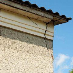 Réparer les fissures d'une façade de maison