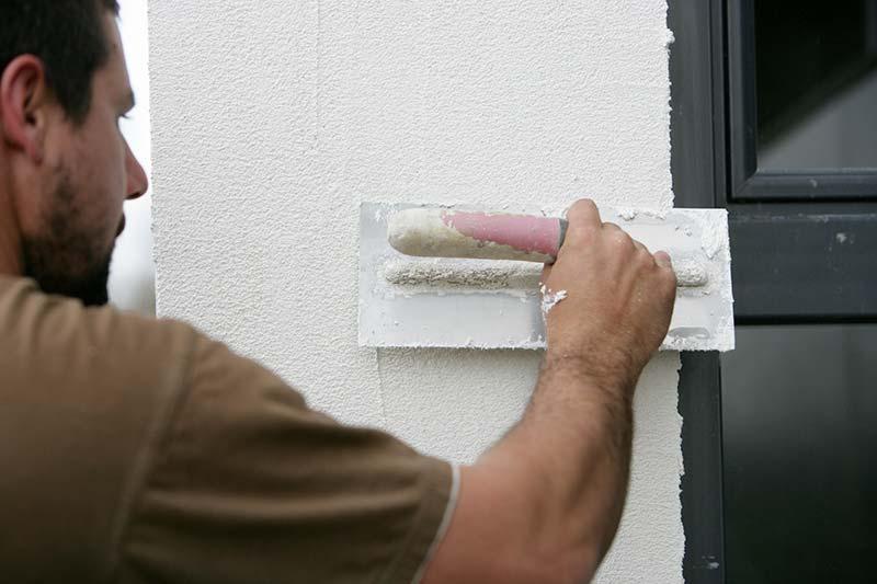 traiter fissure façade crépi
