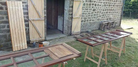 Rénover et lasurer une porte d'entrée en bois