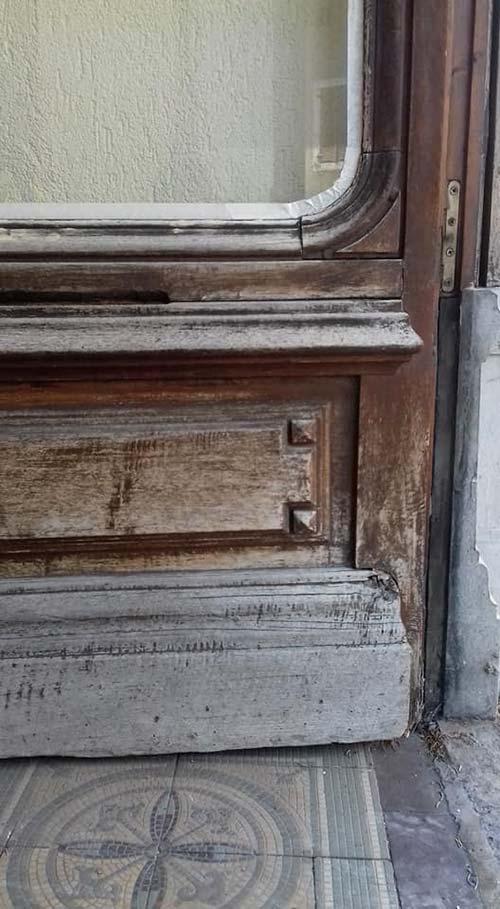 porte entrée bois mauvais état
