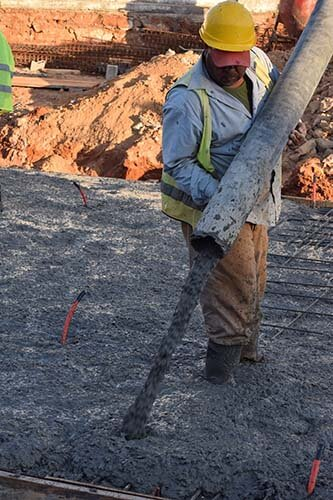 couler beton camion toupie radier