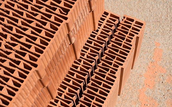 decouper brique creuse