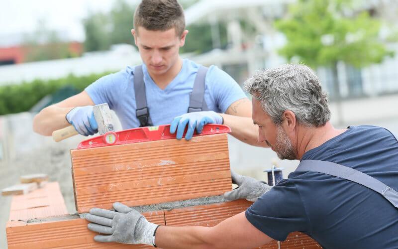 Faire construire un garage par un maçon