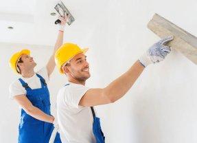 Appliquer un enduit de lissage sur un mur