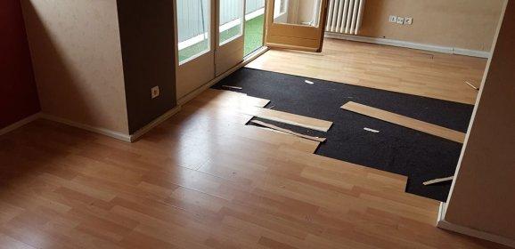 Changer une lame de parquet stratifié au milieu d'une pièce