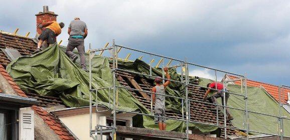 Prix d'une bâche de toiture en urgence