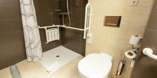 amenagement salle de bain handicape
