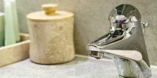 étapes changement robinet de lavabo